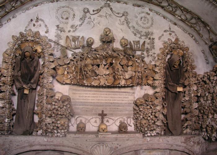 معبد-الجماجم-فى-بولندا-من-عظام-البشر.jpg (700×500)