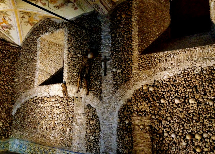 معبد-الجماجم-فى-بولندا-من-عظام-البشر1.jpg (700×500)