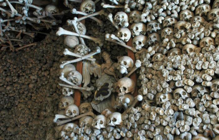 معبد-الجماجم-فى-بولندا-من-عظام-البشر6.jpg (700×450)