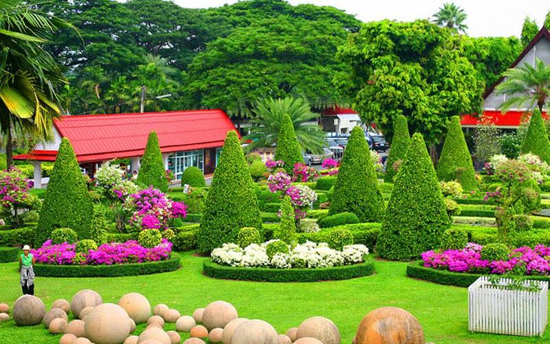حوالي 64 فدان، هنا يمكنك الاستمتاع بالمناظر الجميلة والمراعي الخضراء.